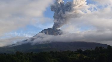 Gunung Sinabung Kembali Erupsi, Abunya Sampai ke Aceh