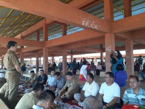 Syukuran Pindah ke Pasar Modern, Sekda Kuansing dan Pedagang Makan Gulai Kambing