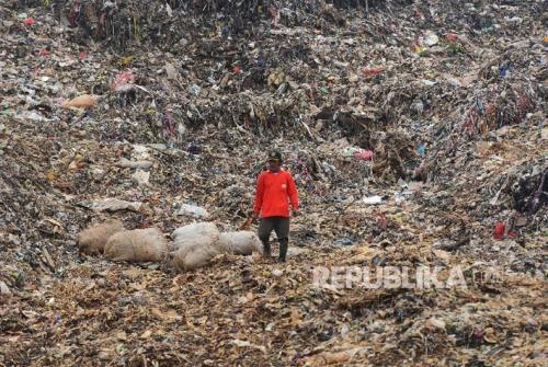 Belasan Tahun Menabung, Akhirnya Tukang Sampah Ini Berangkat Naik Haji