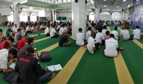 Inilah Tiga Golongan Orang yang Mempusakai Al Quran Menurut Mustafa Umar