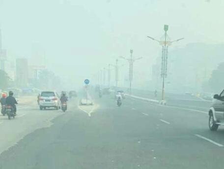 Kabut Asap Selimuti Pekanbaru Pagi Ini dan Jarak Pandang 2,5 Kilometer, 136 Hotspot di Jambi