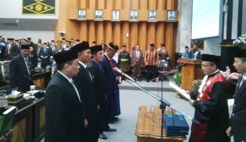 4 Pimpinan DPRD Pekanbaru Dilantik