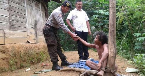 TRAGIS... Pria Ini 15 Tahun Hidup dengan Kaki Dirantai di Bawah Pohon, Tanpa Pakaian Siang Malam