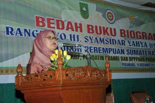 Pusdatin Puanri Bedah Buku Rangkayo Hj Syamsidar Yahya