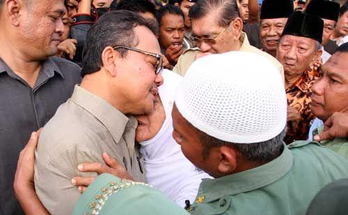 Dikunjungi Ketua PT Pekanbaru, Rusli Zainal Menangis