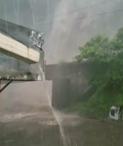 Air Terjun Lembah Anai Melimpah, Jembatan Kayu Tanam Ambruk, Ini Kesaksian Supir Dumai Saat Kejadian
