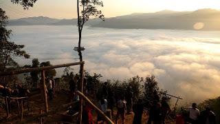 Fenomena Negeri di Atas Awan Gunung Luhur