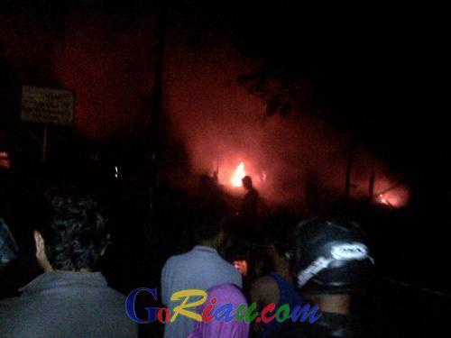 Suci Menjerit Histeris Melihat Rumahnya Dilahap Api, Abdul Nuar: Sabar Nak, Iko Ujian Nan Manimpo