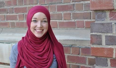 April Fuller, Mahasiswi Sastra Inggris yang Jadi Muslimah karena Anggap Islam Rasional, Tak Goyah Meski Dituduh Kakeknya Teroris