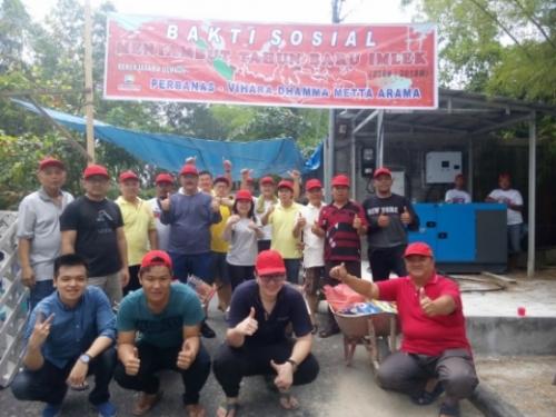 Berbagi Kebahagiaan saat Imlek, Vihara Dhamma Metta Arama Pekanbaru Sebar Ratusan Paket Sembako dan Angpao