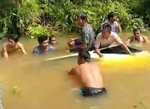 Tabrak Motor, Fortuner Terjun Masuk Sungai, Pelajar SMK di Pelalawan Tewas