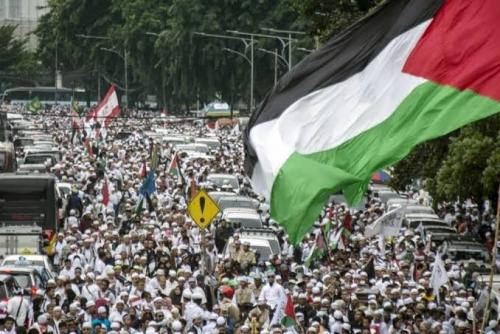 Aksi Bela Palestina di Monas Diawali Shalat Subuh Berjamaah
