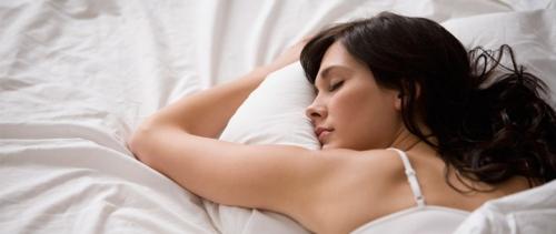 Tahu Nggak Kenapa Kita Dianjurkan  Jangan Tidur Ketika Rambut Masih Basah?