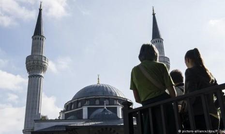 Dua Masjid di Jerman Diserang, Alquran Dirobek-robek dan Dibuang ke Toilet