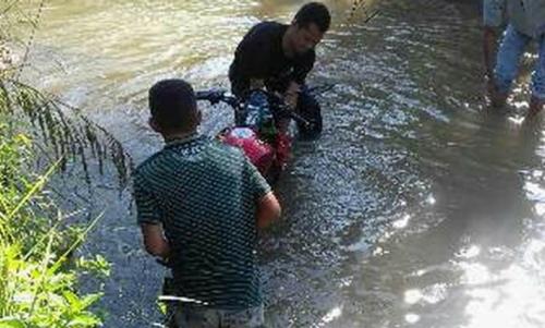 Sial Bener... Motor Curian Tak Bisa Hidup, Saking Kesalnya Pencuri Buang Itu Motor ke Sungai