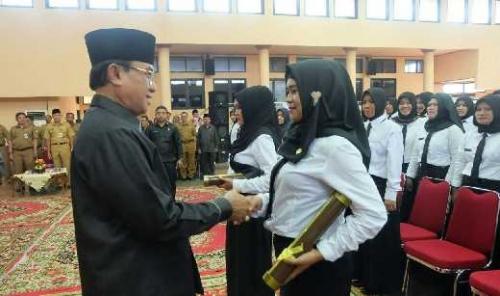 137 PTT Kementerian Kesehatan Terima SK CPNS dari Pemkab Inhil