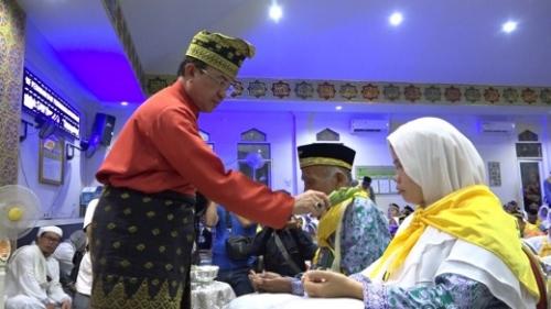 Kebersamaan Bupati Inhil dengan Ratusan Jamaah Haji Kloter 3