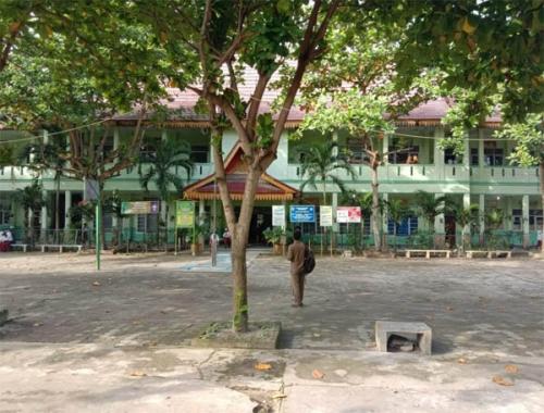 Sekolah Dimergerkan, Komite SDN 01: Bias Kebijakan