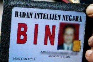 Tipu Warga Pakai Lencana, BIN Gadungan di Pekanbaru Ditangkap BIN Asli di Rumahnya