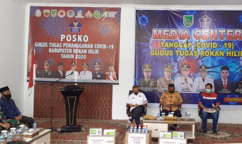 Pemkab Rohil Terima Bantuan Wastafel, Masker dan Handsanitizer dari Pertamina Melalui PMI