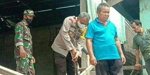 Polsek Tembilahan Salurkan Sembako untuk Korban Abrasi Kelurahan Seberang Inhil