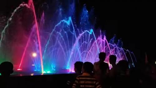 Masyarakat Siak Tak Pernah Bosan Lihat Air Mancur Menari di Taman Tengku Mahratu