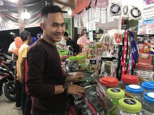 Telkomsel <em>Down</em>, Provider Lain Lelet, Fahmil Bingung Mau Pakai Provider Apa