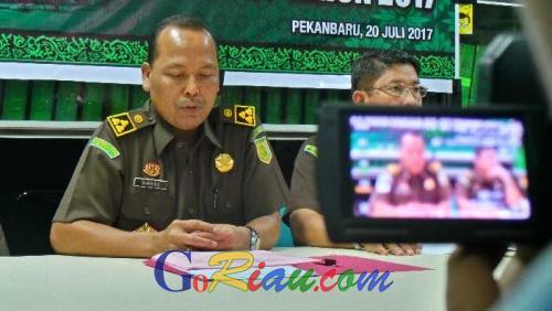 Didampingi Kuasa Hukum, 1 Tersangka Dugaan Korupsi Dispenda Riau Jalani Pemeriksaan di Kejati
