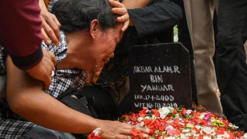 Berkali-kali Tersungkur di Makam Akbar, Ibunda Remaja Korban Demo Ricuh: Allahu Akbar, Anak Saya Disiksa