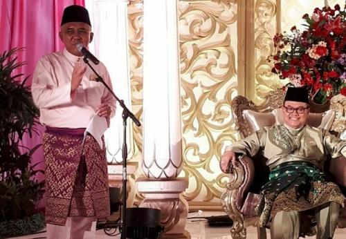 Hadiri Pernikahan Putri Ketiga mantan Gubernur Riau, Begini Senyuman Andi Rachman di Samping Rusli Zainal