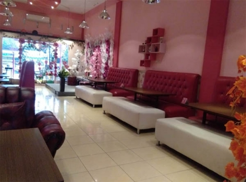 Ingin Merayakan Hari Jadi Bersama Orang Terkasih di Pekanbaru? Mungkin di Romantic Cafe Paling Cocok