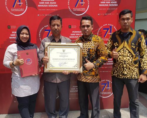 Peringkat Pertama Kabupaten Peduli HAM, Pemkab Bengkalis Terima Penghargaan