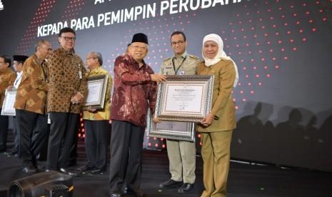 Kementerian PANRB Berikan Penghargaan Kepala Daerah Pelopor Integritas kepada Anies Baswedan dan Khofifah