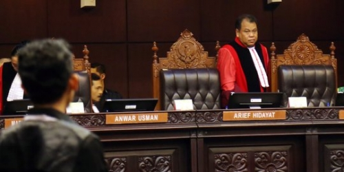 Desmond Bocorkan Rahasia, Arief Minta DPR Memilihnya Kembali Agar MK Tak Dipimpin Saldi Isra