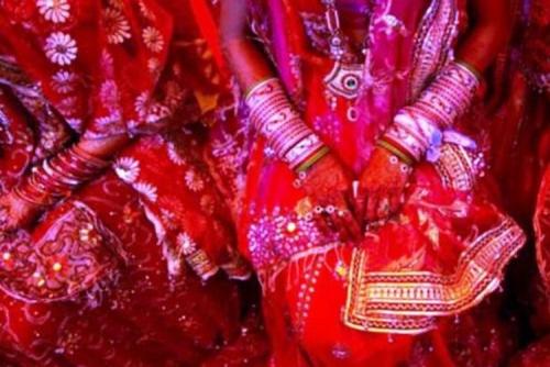 Sehari Setelah Menikah, Perempuan Ini Melompat dari Mobil dan Melaporkan Suaminya ke Polisi