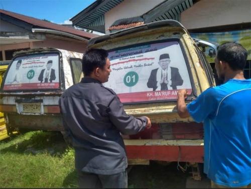 Bawaslu Dumai Copot Stiker Calon Presiden di Angkutan Umum