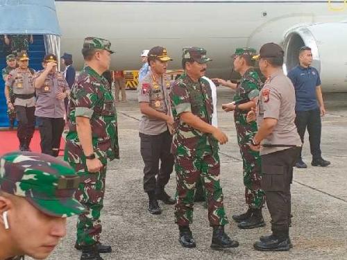 Sampai di Riau, Panglima TNI dan Kapolri Gelar Rakor Karhutla