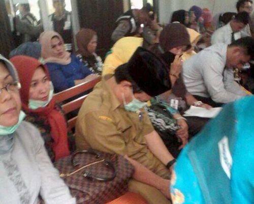Puluhan PNS Berbondong Bolos Hadiri Sidang Rusli Zainal Harus Ditindak