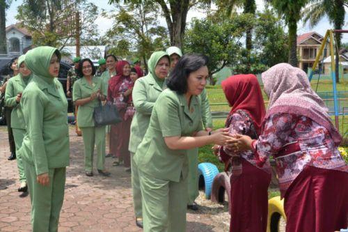 Ketua Umum Persit KCK Berikan Semangat kepada Persit KCK LVI Yonif 132/BS