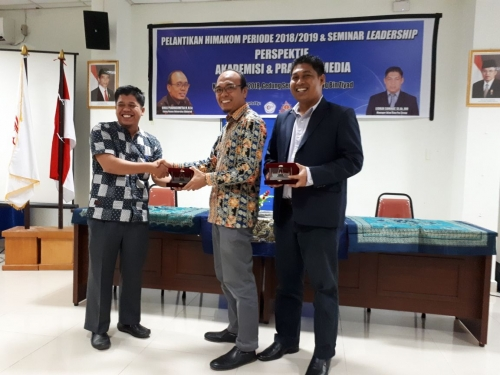Univrab Pekanbaru Gelar Seminar Leadership dan Pelantikan Himakom