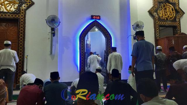 Begini Suasana Salat Tarawih Perdana di Masjid Agung Kuansing