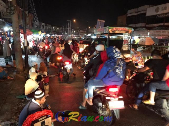 Pemerintah Larang Takbiran, Jalanan di Duri Tetap Macet, Warga Berbondong-bondong ke Pasar