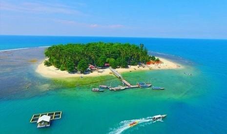 150 Wisatawan Tertahan Berjam-jam di Pulau Angso Duo