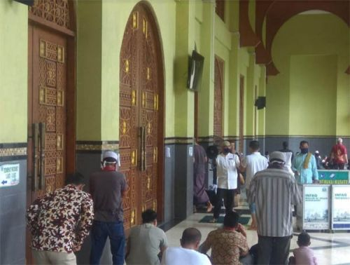 Patuhi Protokol Kesehatan, Jemaah di Mesjid Islamic Center Bangkinang Wajib Pakai Masker