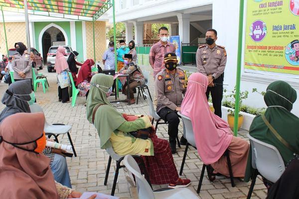 Perdana, Polresta Vaksin 150 Orang di Pesantren Miftahul Huda