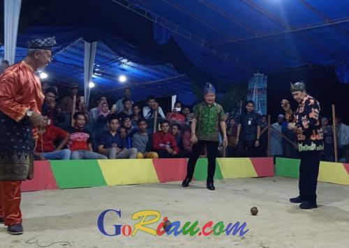 Tim Singapura Ikut Berlaga di Festival Gasing Internasional II di Kabupaten Siak