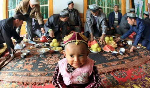 China Tahan 1 Juta Muslim Uighur, Dipaksa Teriakkan Slogan-slogan Komunis