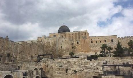 Polisi Israel Bubarkan Ribuan Jamaah Shalat Idul Adha di Masjid Al Aqsha Gunakan Gas Air Mata dan Peluru Karet