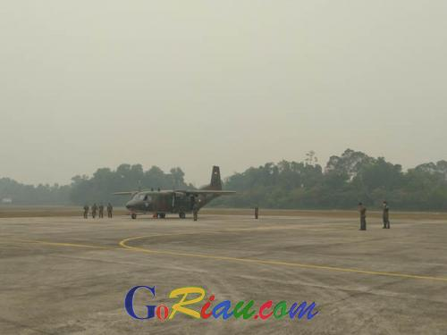 Pesawat Cassa Bantuan Panglima TNI Lakukan Modifikasi Cuaca di Langit Riau