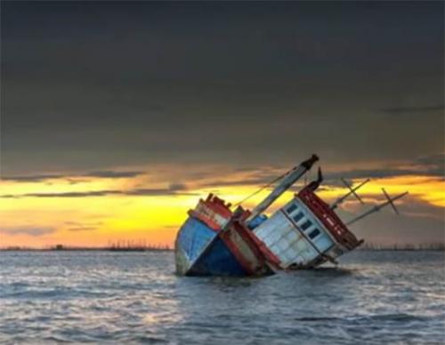 Hindari Batang Kayu Hanyut, Kapal Puskesmas Keliling di Kepri Tenggelam, 4 Orang Tewas